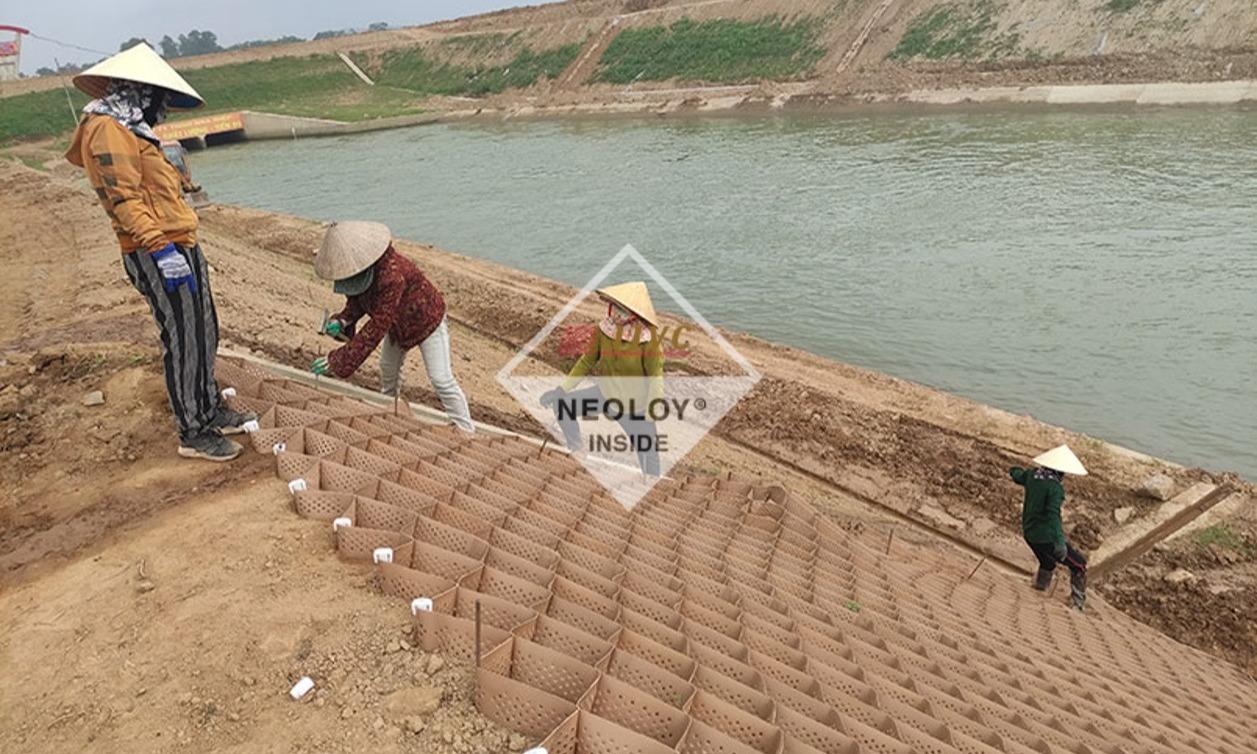 Neoweb gia cố mái kênh thủy lợi Bắc Nghệ An