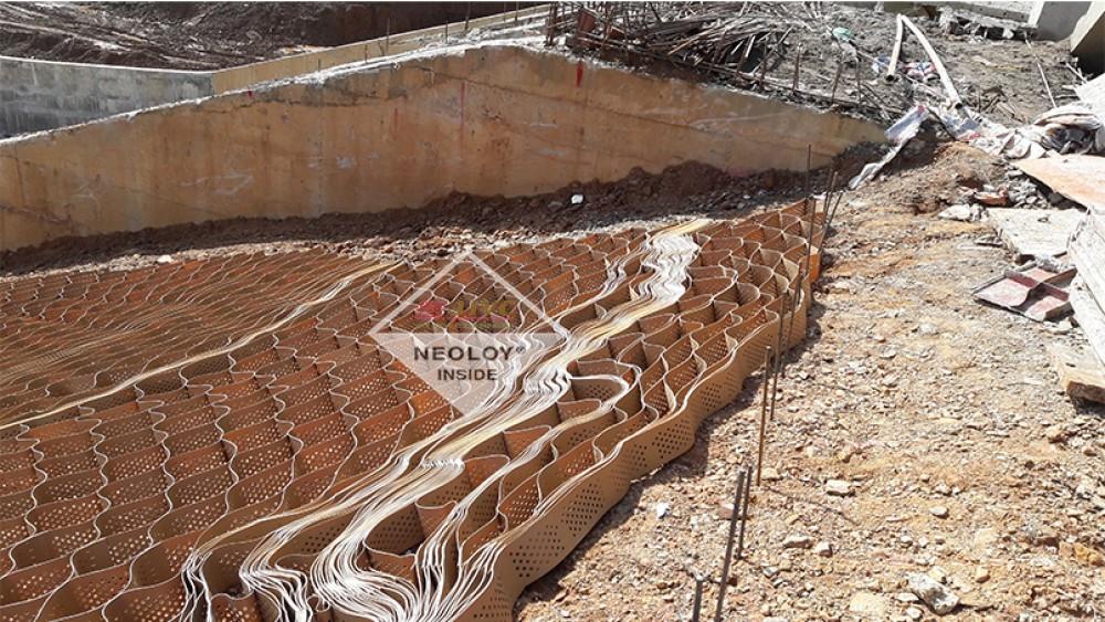 Gia cố neoweb Neoloy vai tràn xả lũ - Dự án Hồ chứa Nước Nặm Cắt