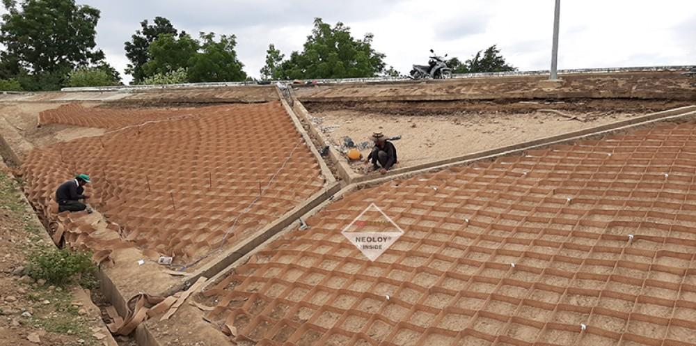 Neoweb gia cố mái Taluy - Hồ chứa nước Lanh ra - Ninh Thuận