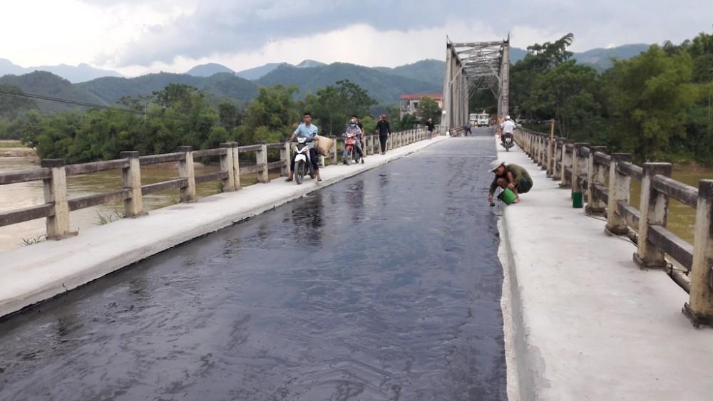 Dự án TL-2000 láng phủ mặt cầu Tô Mậu - Yên Bái